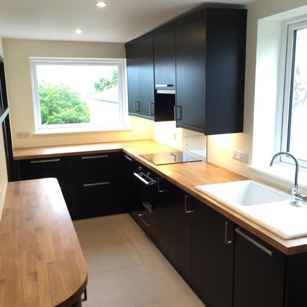 https://philoakley.co.uk/wp-content/uploads/2021/01/Kitchens.jpg